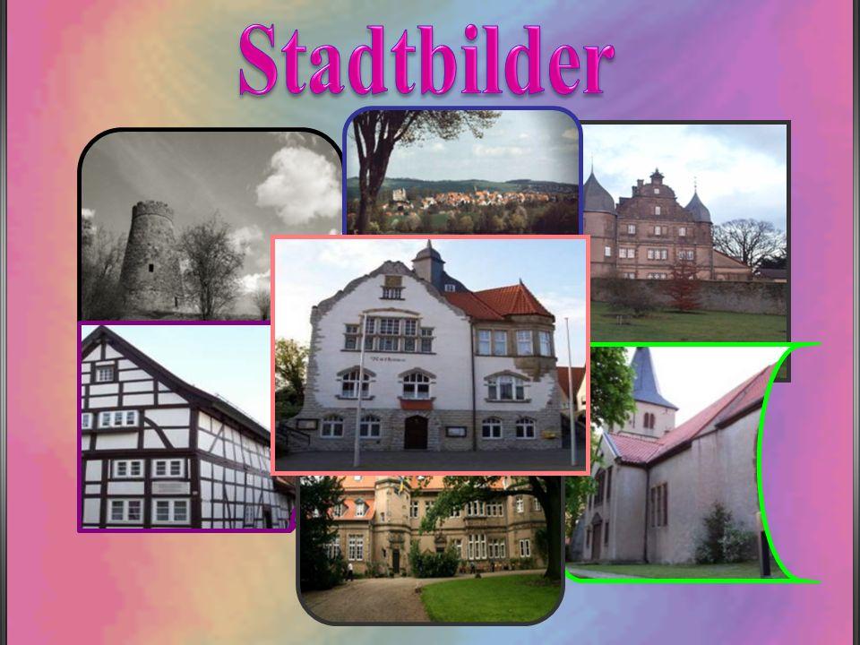Das als Kerssenbrocksches Schloß bekannte Anwesen ist ein zweigeschossiger Rechteckbau mit drei Ecktürmen.Die Grünflächen rund um das Schloss haben einen prächtigen alten Baumbestand.