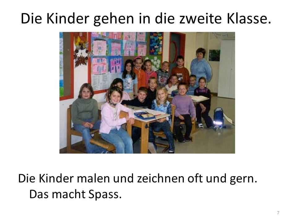 8 Die Kinder gehen in die dritte Klasse.Die Kinder in der dritten Klasse haben die Hände hoch.