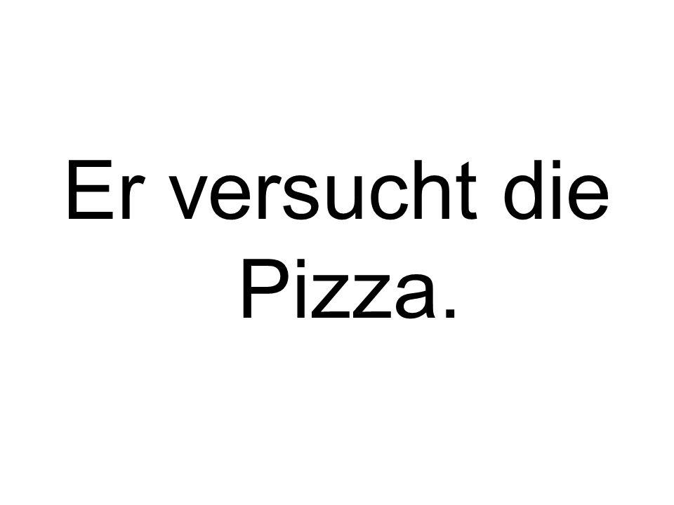 Er versucht die Pizza.