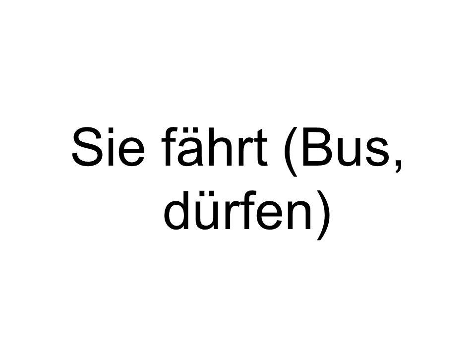 Sie darf mit dem Bus fahren.