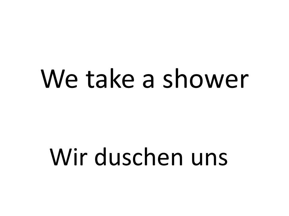 We take a shower Wir duschen uns