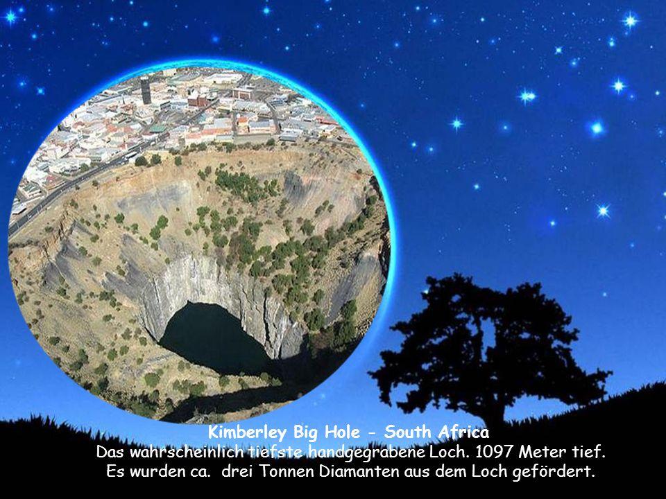 Kimberley Big Hole - South Africa Das wahrscheinlich tiefste handgegrabene Loch.