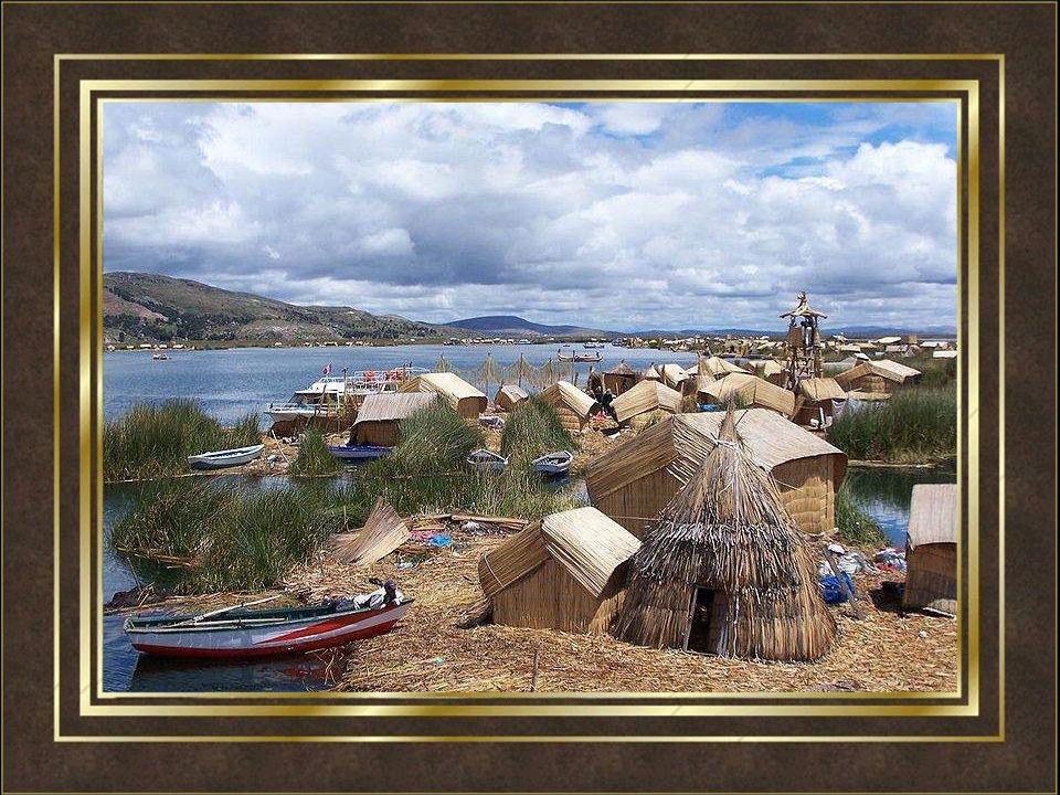 Die schwimmenden Inseln der Urus gehören zum Titicaca-See.