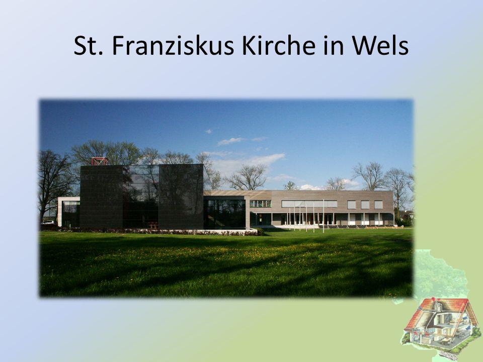 erste im Passiv-Haus Stil errichtete Kirche Österreichs Holz war beim Bau einer der wichtigsten Baustoffe Wärme-Energie entsteht durch große Glasflächen Energie aus 143 m² Photovoltaik Paneele auf Wänden, Dach sowie durch eine Pelletsheizung Durch Solarkraft wird Warmwasser zum Sieden gebracht
