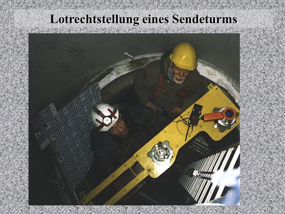 Lotrechtstellung eines Sendeturms Mit einem von der Werkstatt gebauten Gerät, das mit einer Wasser- waage horizontiert wurde, wurden Neigungsmessungen