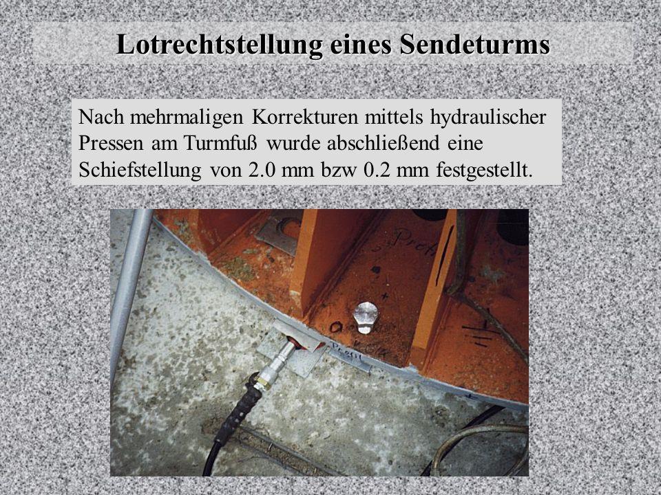 Lotrechtstellung eines Sendeturms Wiederaufbau Während im Werk der restliche Mast liegend zusammengeschraubt wurde, wurden vor Ort die ersten vier Sch