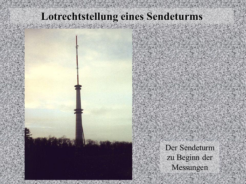 Lotrechtstellung eines Sendeturms Wiederaufbau Während im Werk der restliche Mast liegend zusammengeschraubt wurde, wurden vor Ort die ersten vier Schüsse (15 m Höhe) montiert.