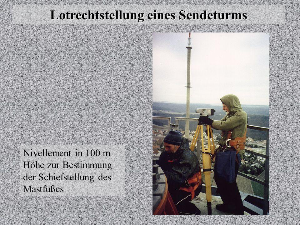Lotrechtstellung eines Sendeturms Nivellement in 100 m Höhe zur Bestimmung der Schiefstellung des Mastfußes