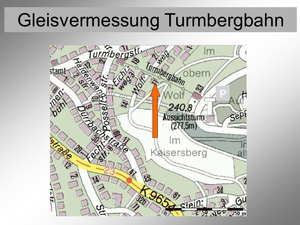 Gleisvermessung Turmbergbahn Lageskizze der Fest- und Höhenanschlußpunkte F1 F2 S F4 F5 F6 F3 HB 880 HB 544 Der amtliche Höhenbolzen HB 544 am Turm oberhalb der Bergstation wurde als möglicher Kontrollpunkt mittels Feinnivellement in das örtliche Höhennetz eingebunden.