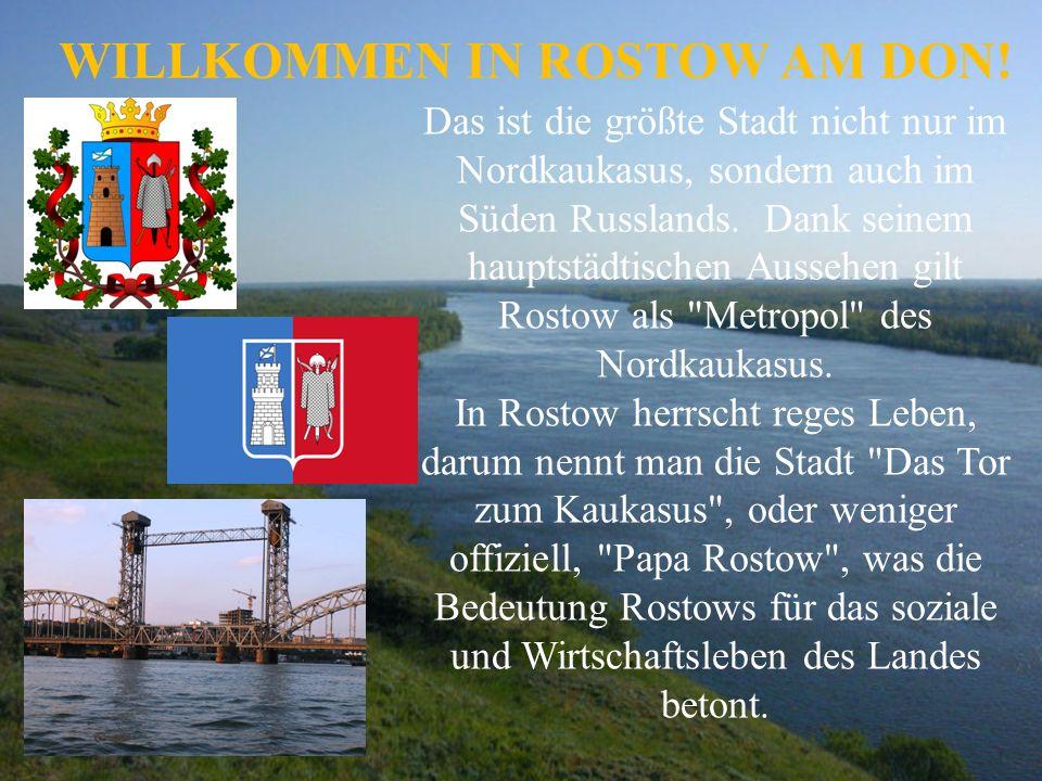 Marien-Geburt- Kathedrale und Dmitri-Rostowski- Denkmal.