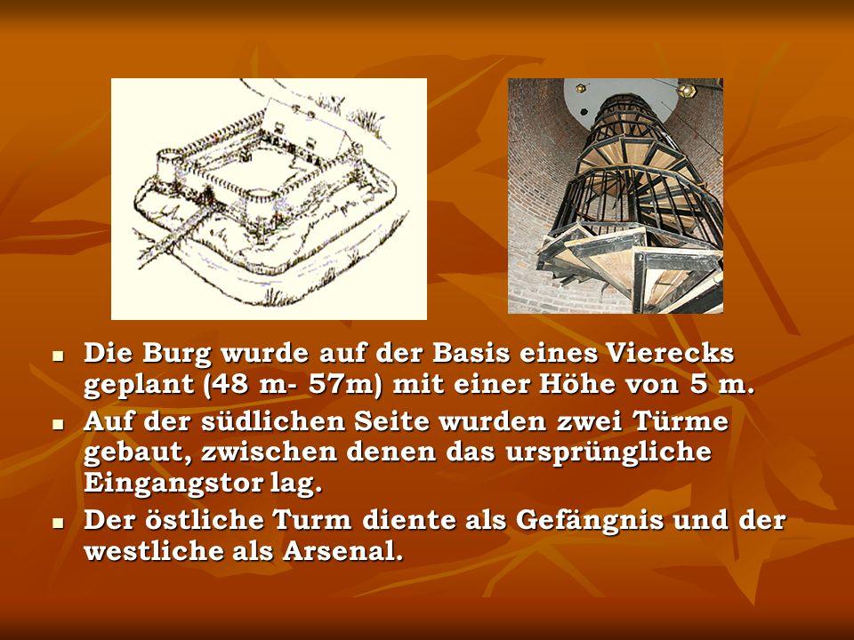 Die Burg wurde auf der Basis eines Vierecks geplant (48 m- 57m) mit einer Höhe von 5 m.