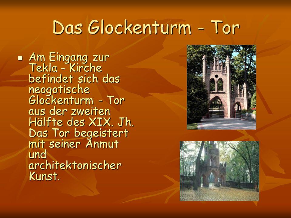 Das Glockenturm - Tor Am Eingang zur Tekla - Kirche befindet sich das neogotische Glockenturm - Tor aus der zweiten Hälfte des XIX.