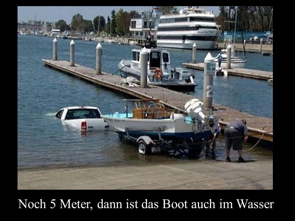 Noch 5 Meter, dann ist das Boot auch im Wasser