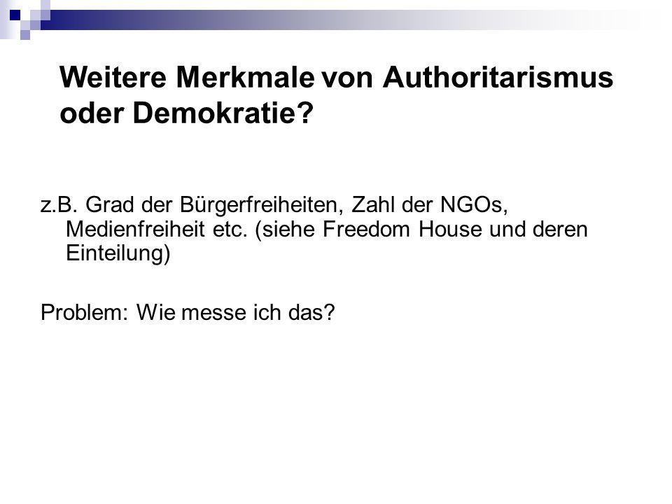 Weitere Merkmale von Authoritarismus oder Demokratie.
