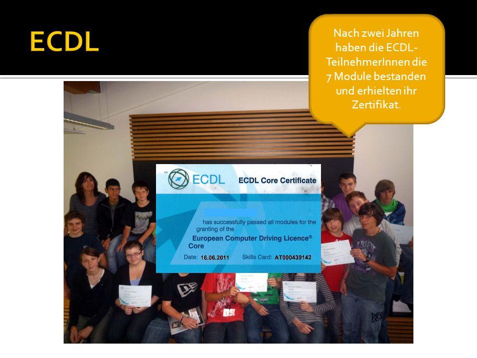 Nach zwei Jahren haben die ECDL- TeilnehmerInnen die 7 Module bestanden und erhielten ihr Zertifikat.