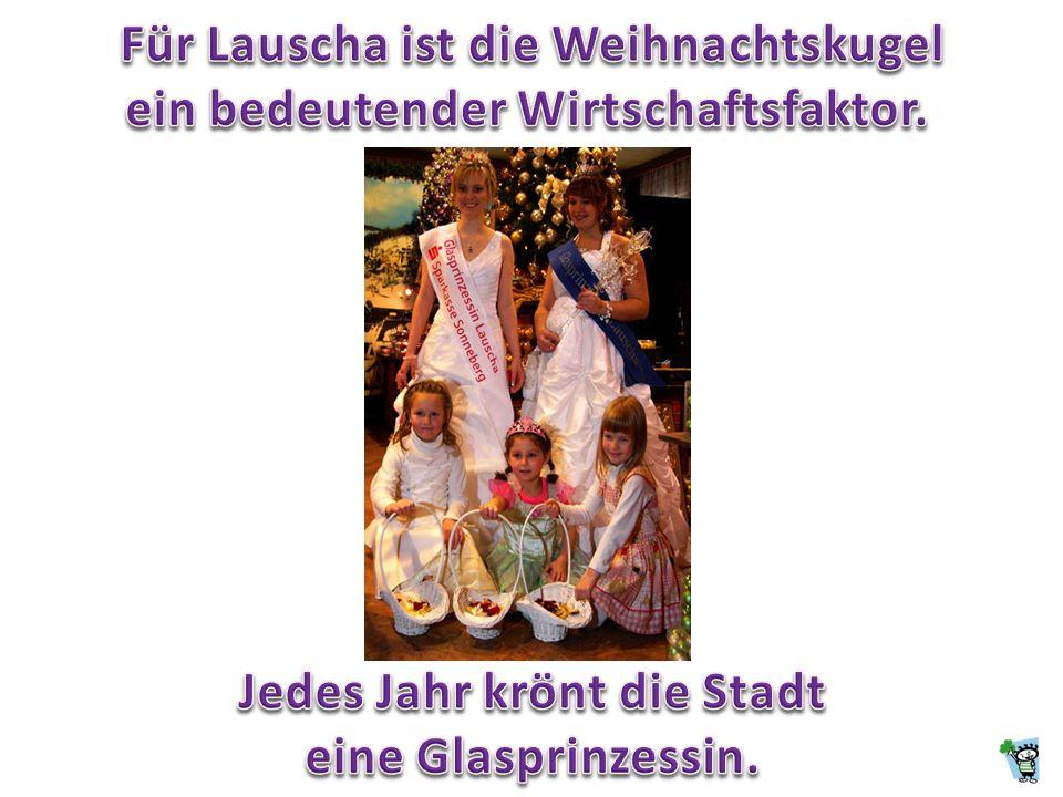 Lauscha (580 m - 835 m) liegt im südlichen Thüringer Wald und wurde 1597 durch den Bau einer Glashütte gegründet. Die Stadt zählt 3.900 Einwohner.