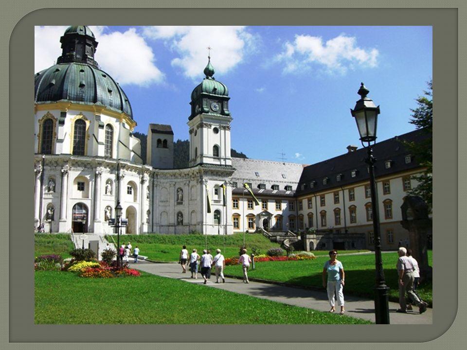 Das Benediktinerkloster wurde von Kaiser Ludwig dem Bayern im Jahre 1330 gegründet.