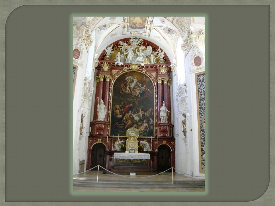 Ist eine ehemalige Benediktinerstiftskirche. Die Grundsteinlegung erfolgte 1652.