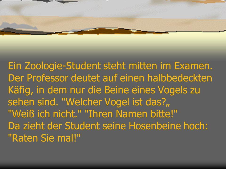 Ein Zoologie-Student steht mitten im Examen. Der Professor deutet auf einen halbbedeckten Käfig, in dem nur die Beine eines Vogels zu sehen sind.