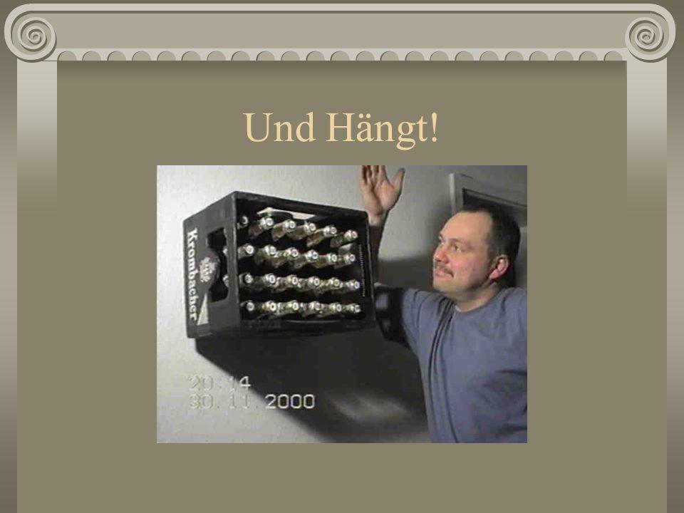 Aufhängen 2 10-er Dübel setzen, Schlüsselschrauben nur soweit eindrehen, damit sie noch 2 cm herausstehen. Hier kann man dann prima den Kasten drüberh
