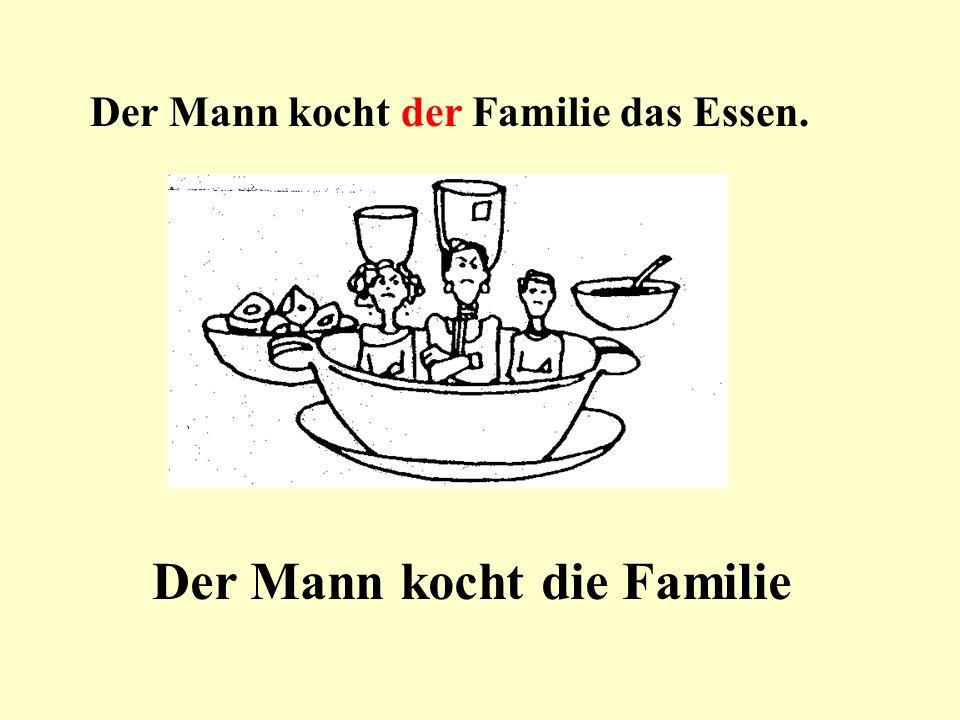 Der Mann kocht der Familie das Essen. Der Mann kocht die Familie