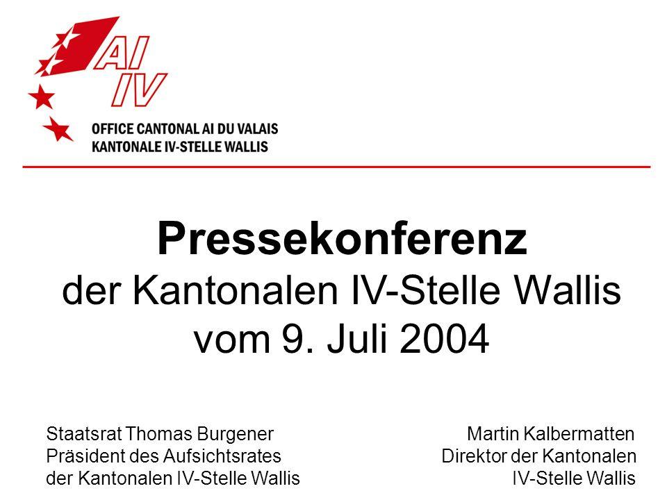 Pressekonferenz der Kantonalen IV-Stelle Wallis vom 9. Juli 2004 Staatsrat Thomas Burgener Martin Kalbermatten Präsident des Aufsichtsrates Direktor d