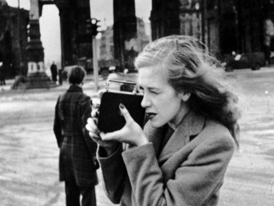 Hildegard KnefHildegard Knef wurde am 28. Dezember 1925 in Ulm geboren. Sie starb im Alter von 76 Jahren, am 1. Februar 2002, in Berlin. Ihre letzte R