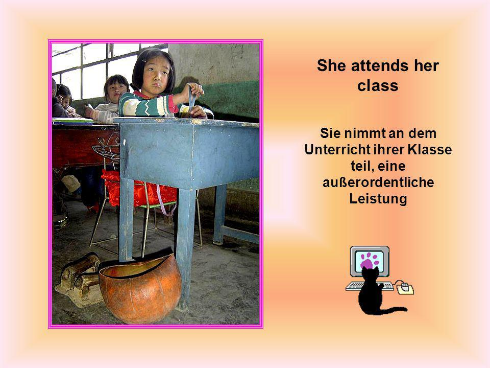 She attends her class Sie nimmt an dem Unterricht ihrer Klasse teil, eine außerordentliche Leistung