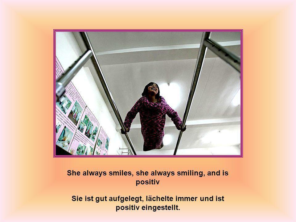 She always smiles, she always smiling, and is positiv Sie ist gut aufgelegt, lächelte immer und ist positiv eingestellt.