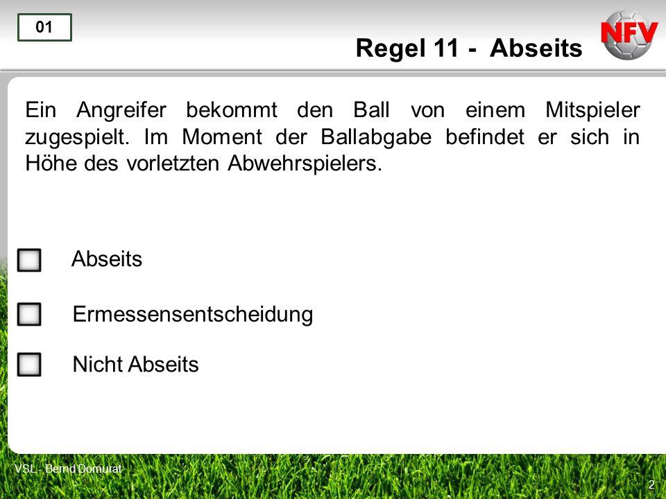 2 Regel 11 - Abseits Ein Angreifer bekommt den Ball von einem Mitspieler zugespielt.