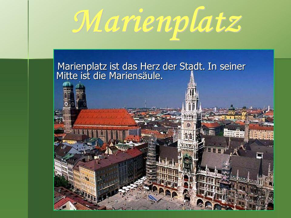 Marienplatz ist das Herz der Stadt. In seiner Mitte ist die Mariensäule. Marienplatz ist das Herz der Stadt. In seiner Mitte ist die Mariensäule.