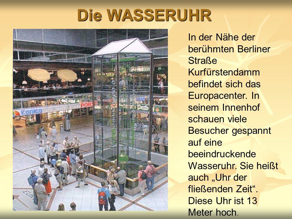 Die WASSERUHR In der Nähe der berühmten Berliner Straße Kurfürstendamm befindet sich das Europacenter. In seinem Innenhof schauen viele Besucher gespa