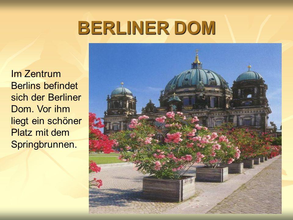 BERLINER DOM Im Zentrum Berlins befindet sich der Berliner Dom. Vor ihm liegt ein schöner Platz mit dem Springbrunnen.