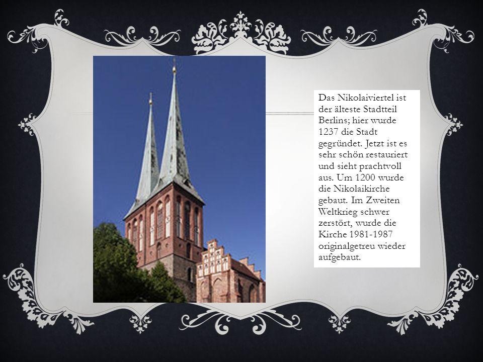 Das Nikolaiviertel ist der älteste Stadtteil Berlins; hier wurde 1237 die Stadt gegründet. Jetzt ist es sehr schön restauriert und sieht prachtvoll au