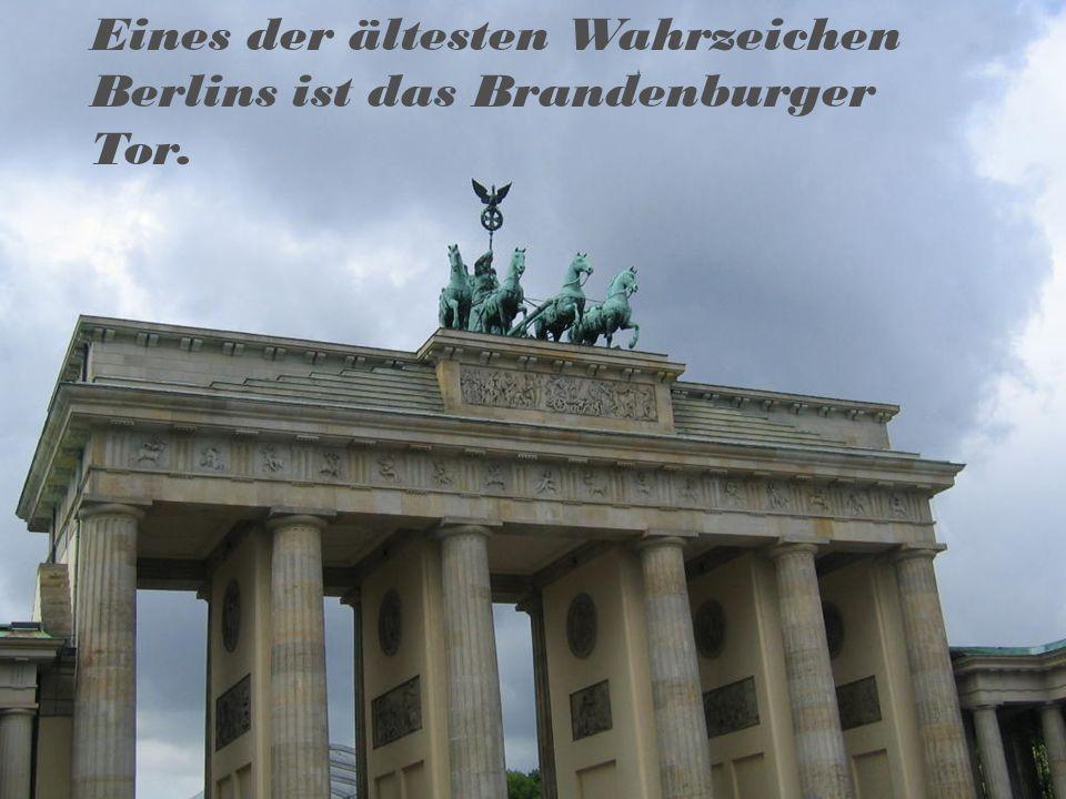 Eines der ältesten Wahrzeichen Berlins ist das Brandenburger Tor.