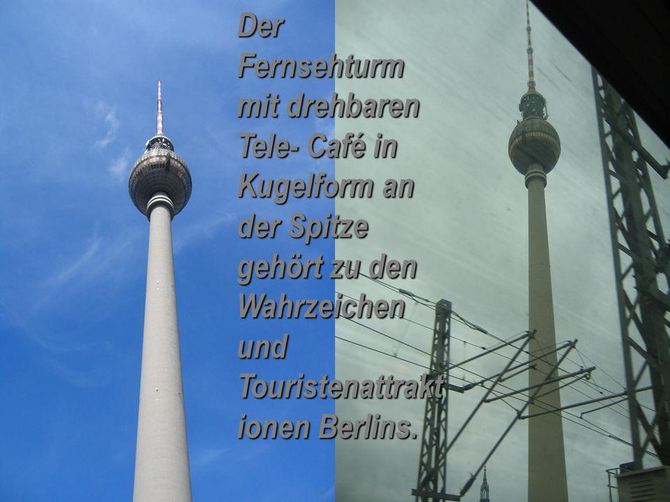 Der Fernsehturm mit drehbaren Tele- Café in Kugelform an der Spitze gehört zu den Wahrzeichen und Touristenattrakt ionen Berlins.