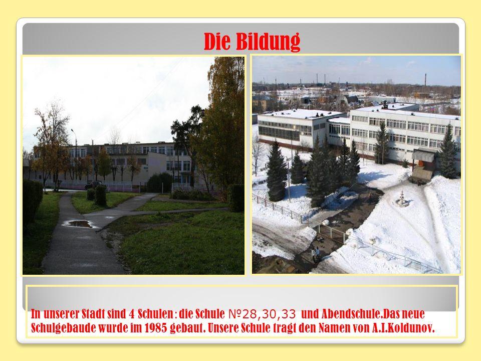 In unserer Stadt sind 4 Schulen : die Schule 28,30,33 und Abendschule.Das neue Schulgebaude wurde im 1985 gebaut.