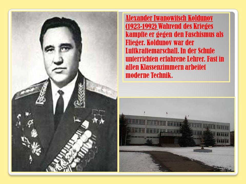 Alexander Iwanowitsch Koldunov (1923-1992) Wahrend des Krieges kampfte er gegen den Faschismus als Flieger. Koldunov war der Luftkraftemarschall. In d