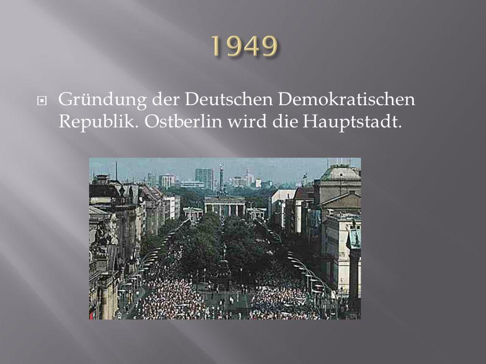 Gründung der Deutschen Demokratischen Republik. Ostberlin wird die Hauptstadt.
