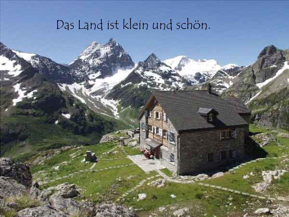 4 Die Landschaft ist interessant mit hohen Bergen, Gletschern und Gletscherseen.