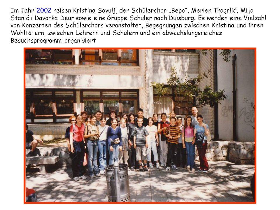 Im Jahr 2002 reisen Kristina Sovulj, der Schülerchor Bepo, Merien Trogrlić, Mijo Stanić i Davorka Deur sowie eine Gruppe Schüler nach Duisburg. Es wer