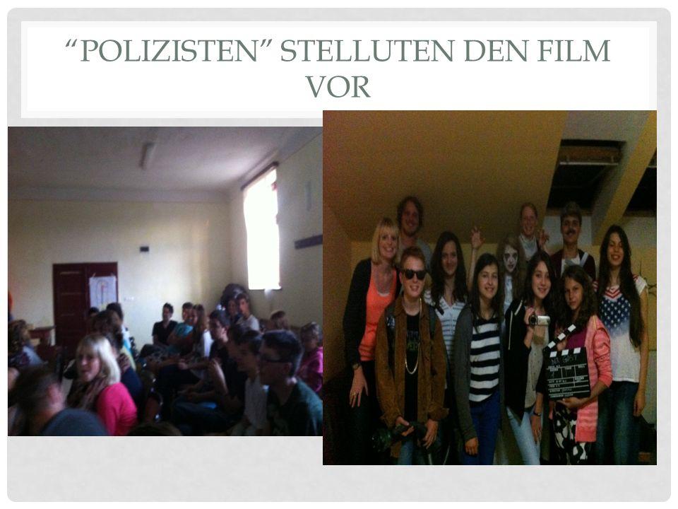POLIZISTEN STELLUTEN DEN FILM VOR