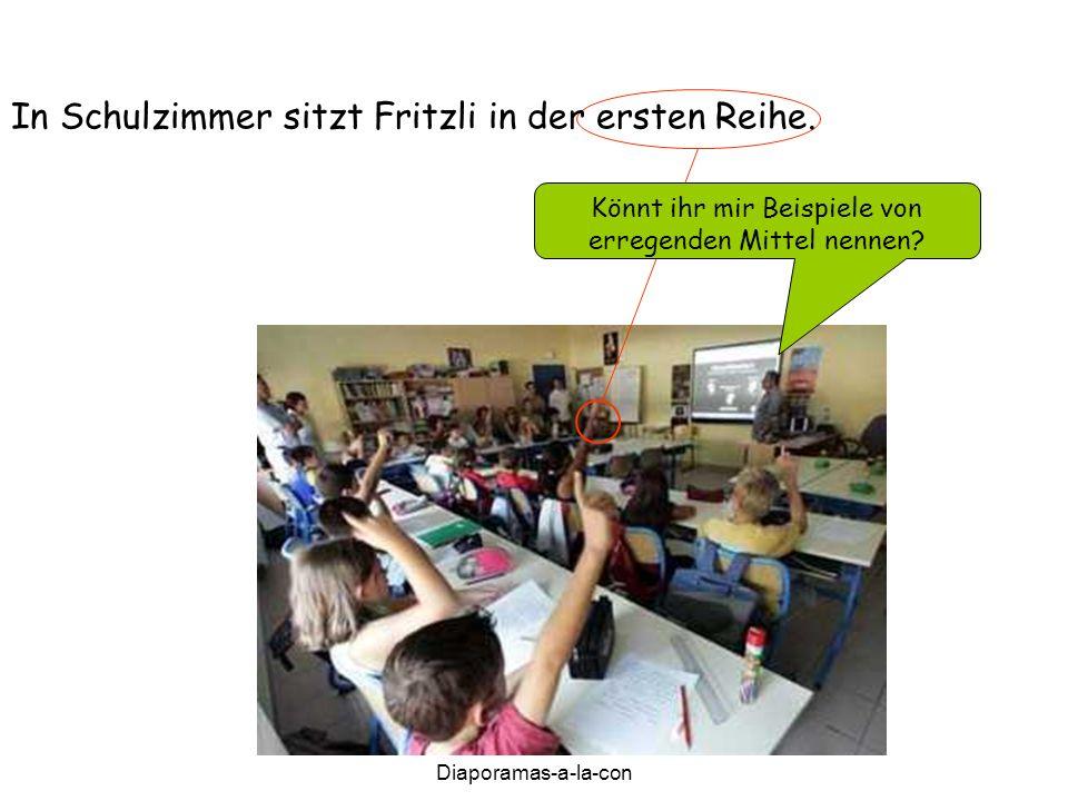 Diaporamas-a-la-con Diaporama PPS réalisé pour http://www.diapora mas-a-la-con.com In Schulzimmer sitzt Fritzli in der ersten Reihe.