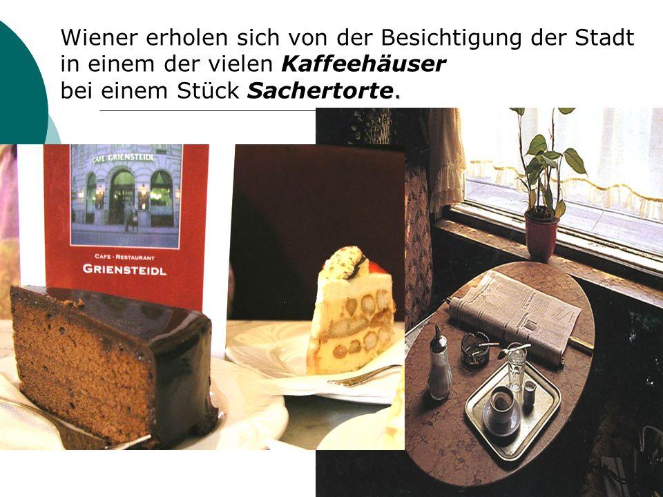 Wiener erholen sich von der Besichtigung der Stadt in einem der vielen Kaffeehäuser.