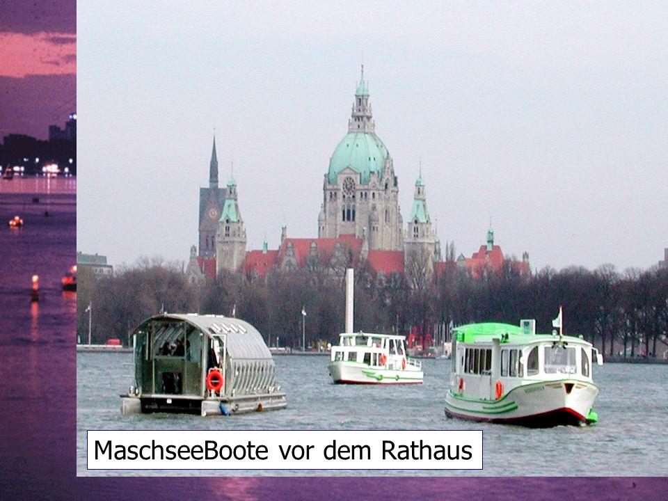 MaschseeBoote vor dem Rathaus