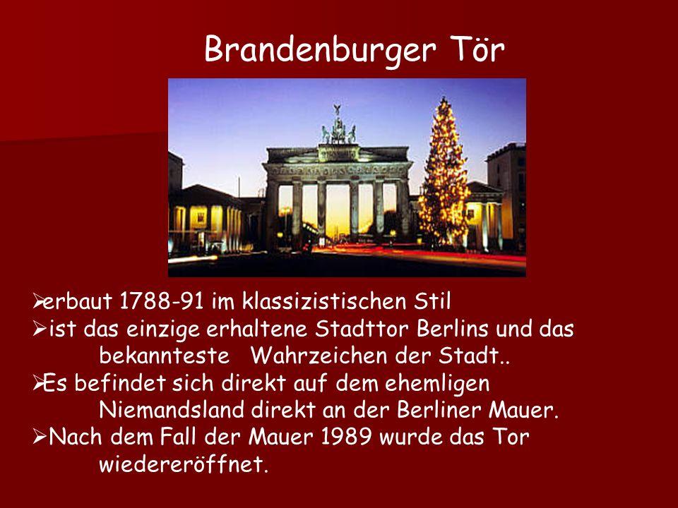 erbaut 1788-91 im klassizistischen Stil ist das einzige erhaltene Stadttor Berlins und das bekannteste Wahrzeichen der Stadt.. Es befindet sich direkt