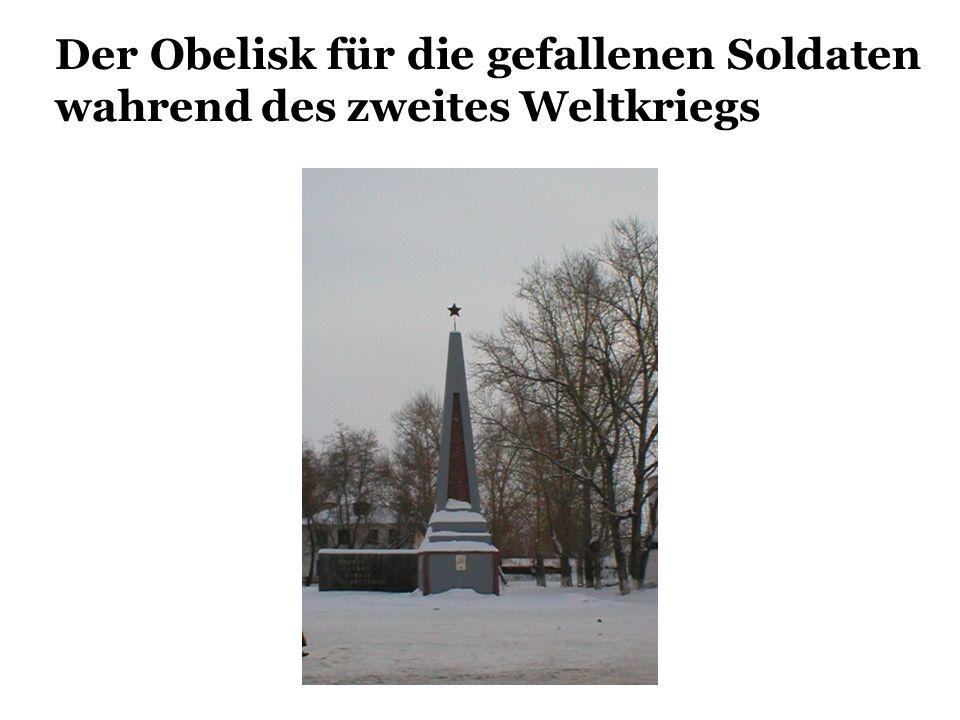 Der Obelisk für die gefallenen Soldaten wahrend des zweites Weltkriegs