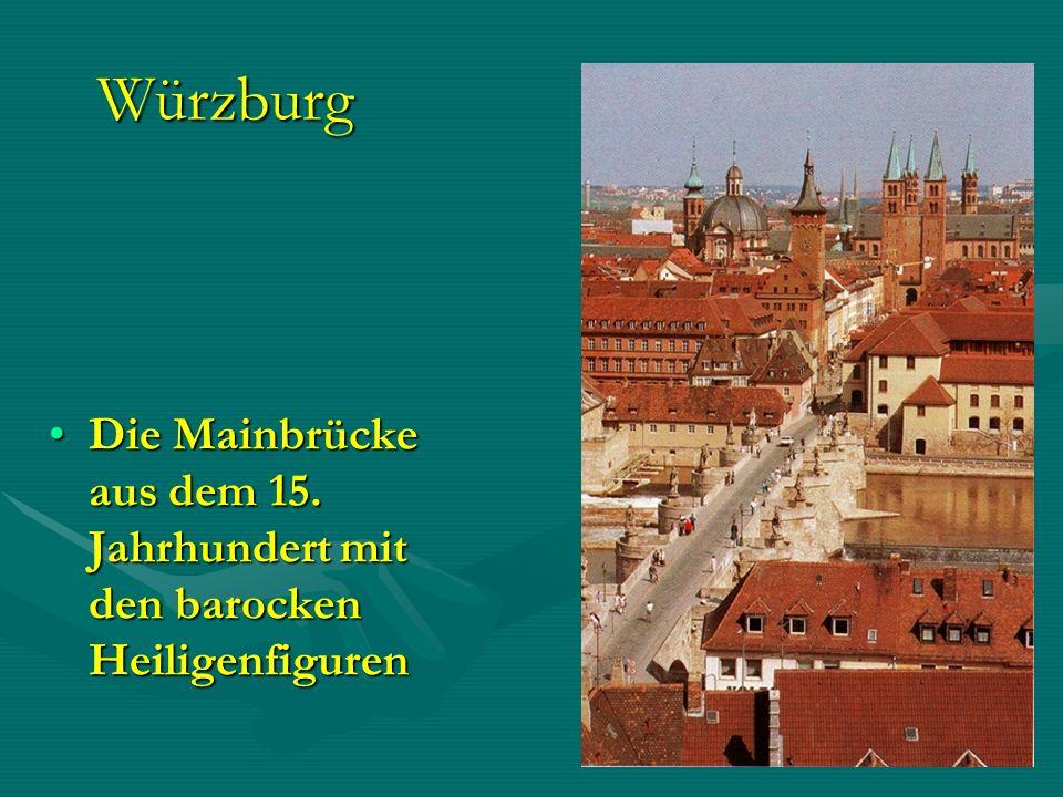 Würzburg Die Mainbrücke aus dem 15. Jahrhundert mit den barocken HeiligenfigurenDie Mainbrücke aus dem 15. Jahrhundert mit den barocken Heiligenfigure