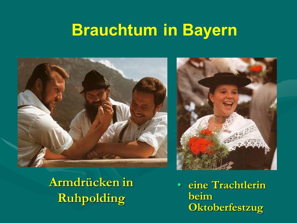 Armdrücken in Ruhpolding eine Trachtlerin beim Oktoberfestzugeine Trachtlerin beim Oktoberfestzug Brauchtum in Bayern
