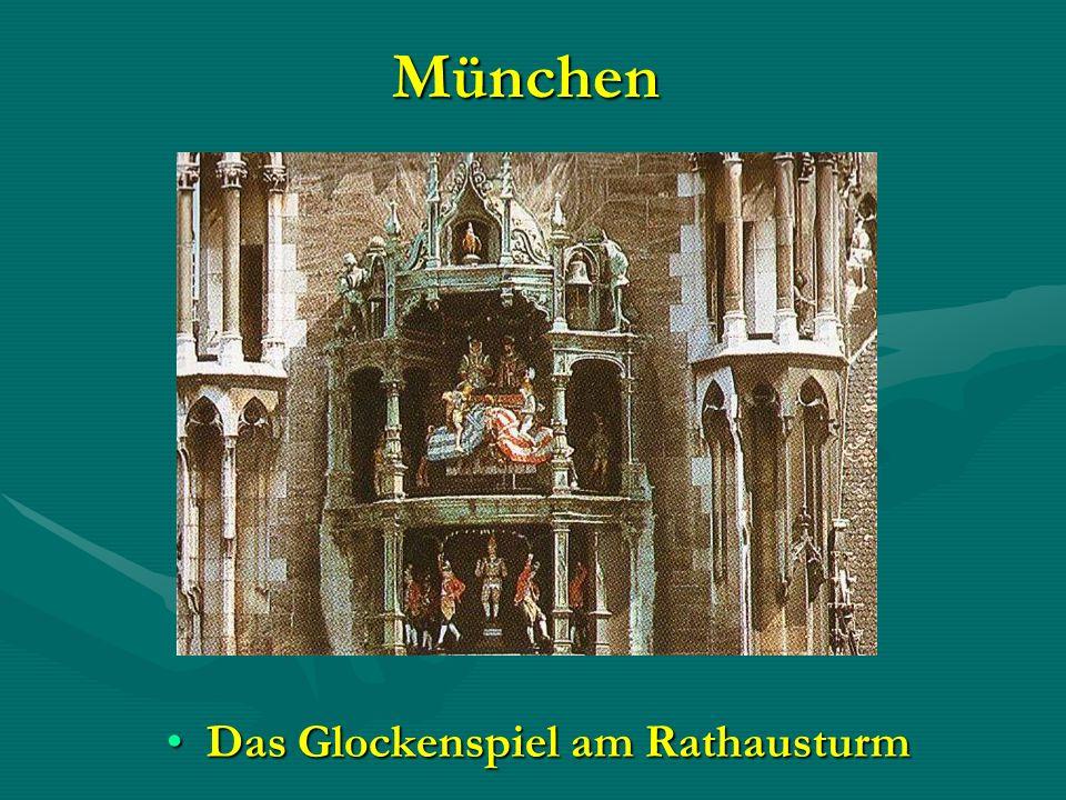 München Das Glockenspiel am RathausturmDas Glockenspiel am Rathausturm